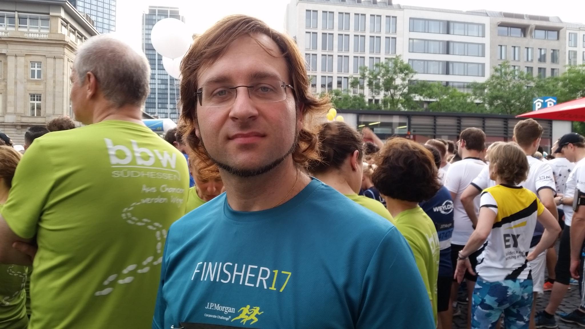 Vor dem Start der JPMCC 2018: Christopher Köbel im Finisher-Shirt des Vorjahres.